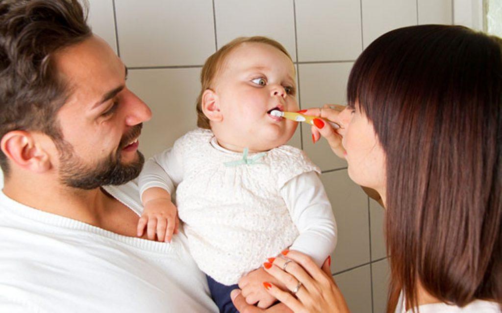 مسواک زدن برای کودک