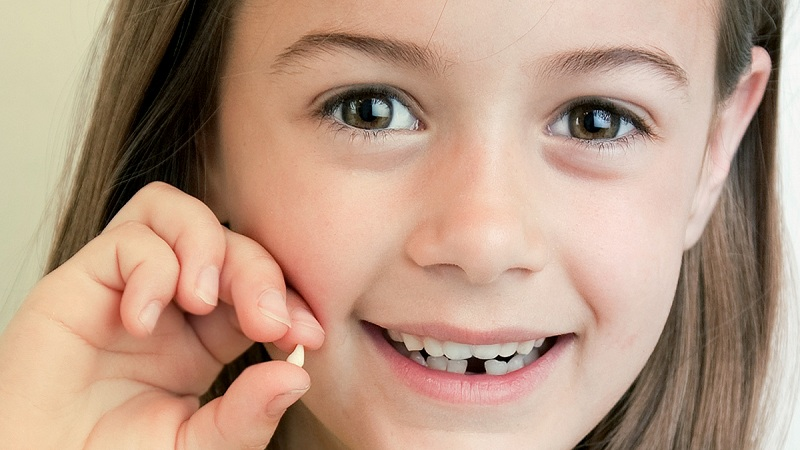 دندان شیری زودتر از زمان مقرر کشیده نشود !؟