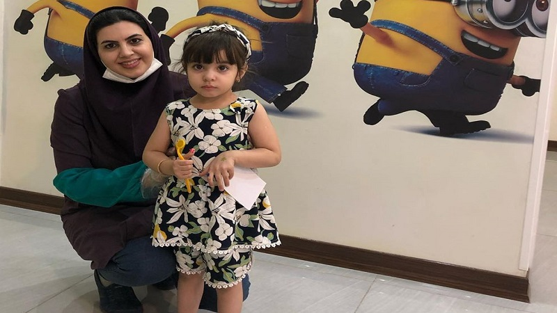 مراجعه کننده مطب دندانپزشکی ثنا خانم