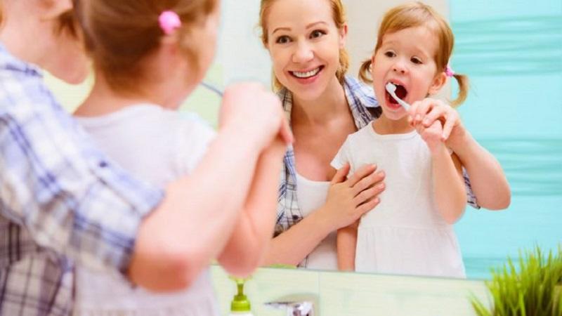 علاقه مند کردن کودکان به مسواک زدن | دندانپزشک کودکان اصفهان